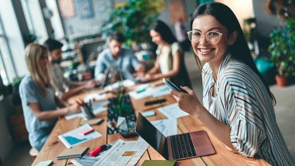 Empleados en plan de aprendizaje propiciado por empresa