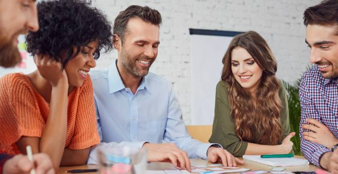 jóvenes empresarios aplicando al programa entorno